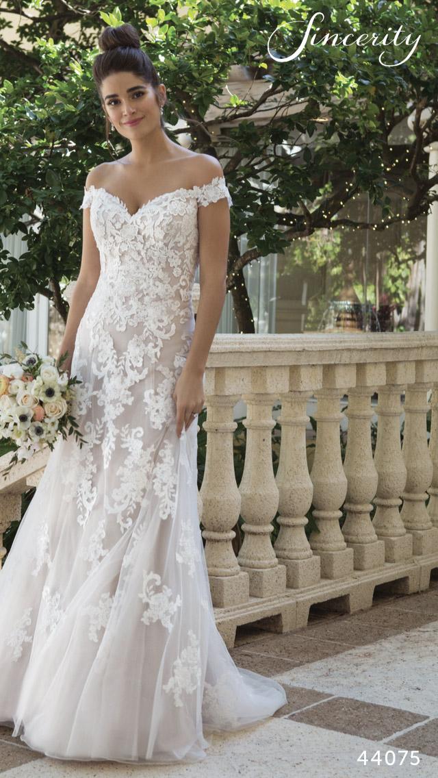6575253d75 Egyedülálló Menyasszonyi Ruha Választék | Bonjour Szalon