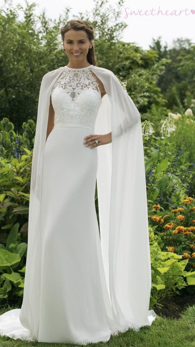 a664c88de4 A menyasszonyi ruháink tervezőink mindenkire gondolnak. Minden menyasszony  más és más egyéniség, így mindenkinek meg kell találjuk a saát stílusát.